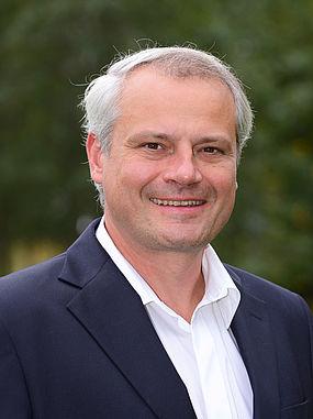 Prof. Dr. jur. Bernhard Plum